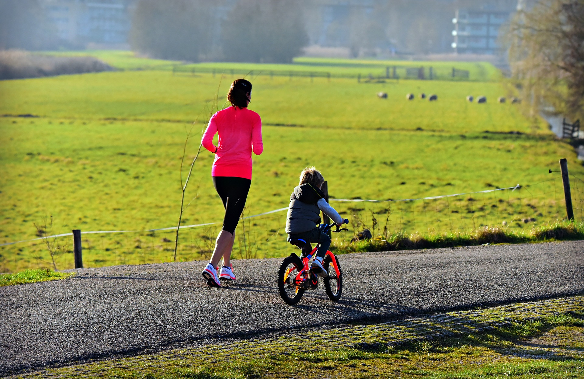 femme et enfant sport extérieur